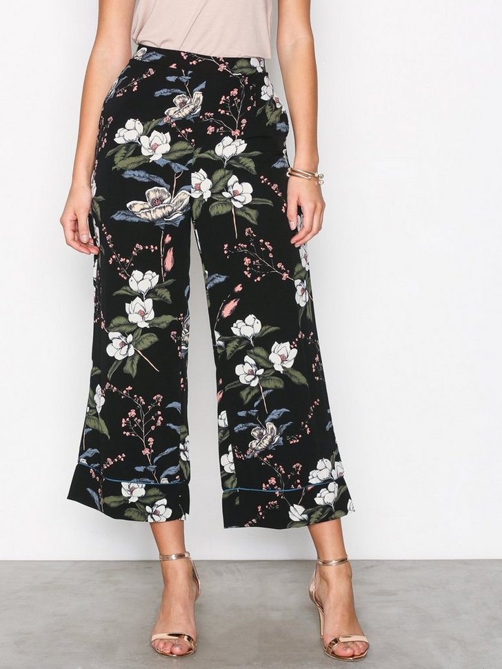Nelly.com SE - Floral Trousers 244.00 (348.00)