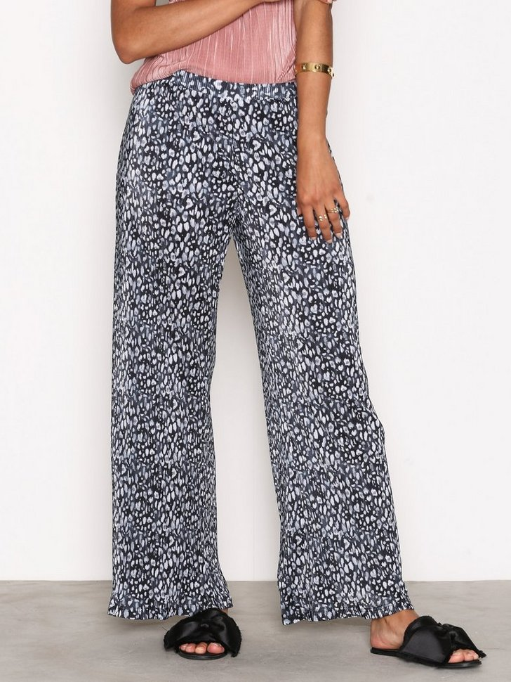 Nelly.com SE - Shaw Trousers 239.00 (398.00)