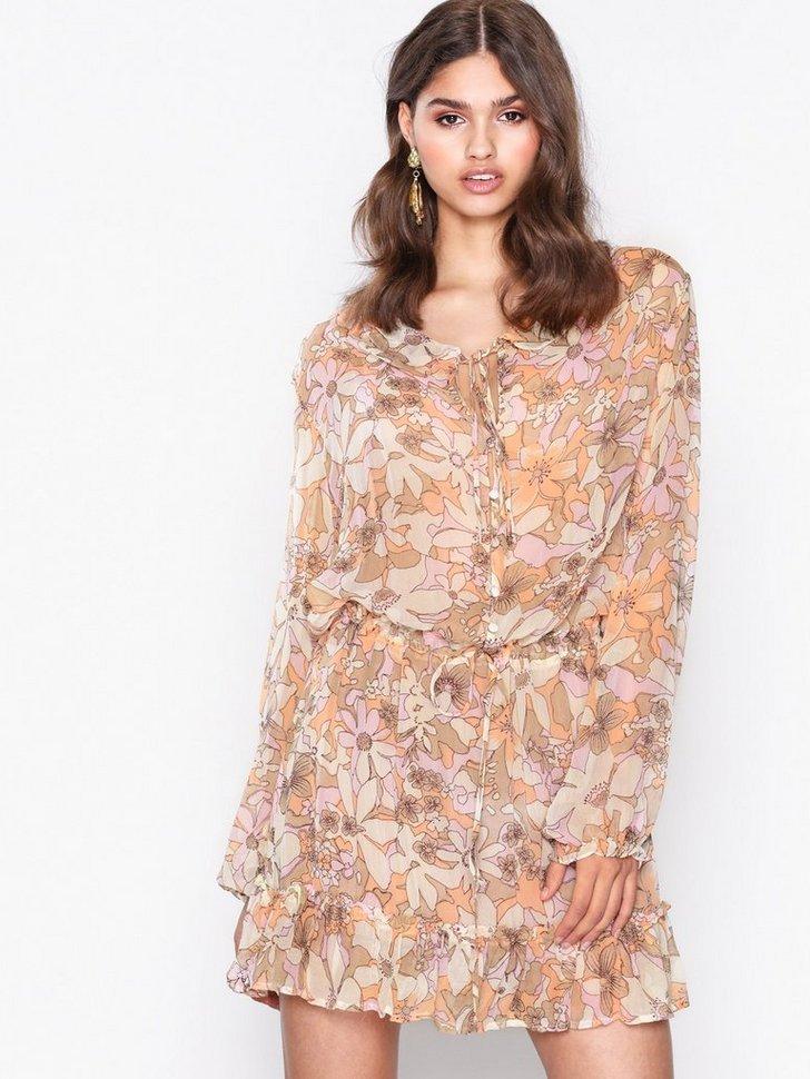 Maritza Floral Bell Sleev