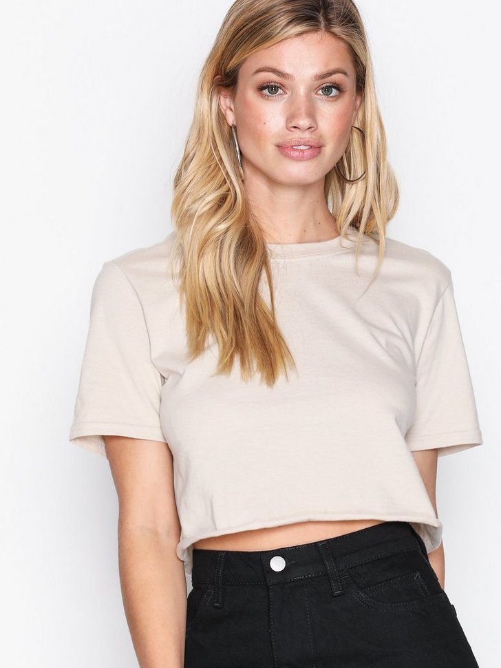 Nelly.com SE - Cropped Tee 64.00 (128.00)