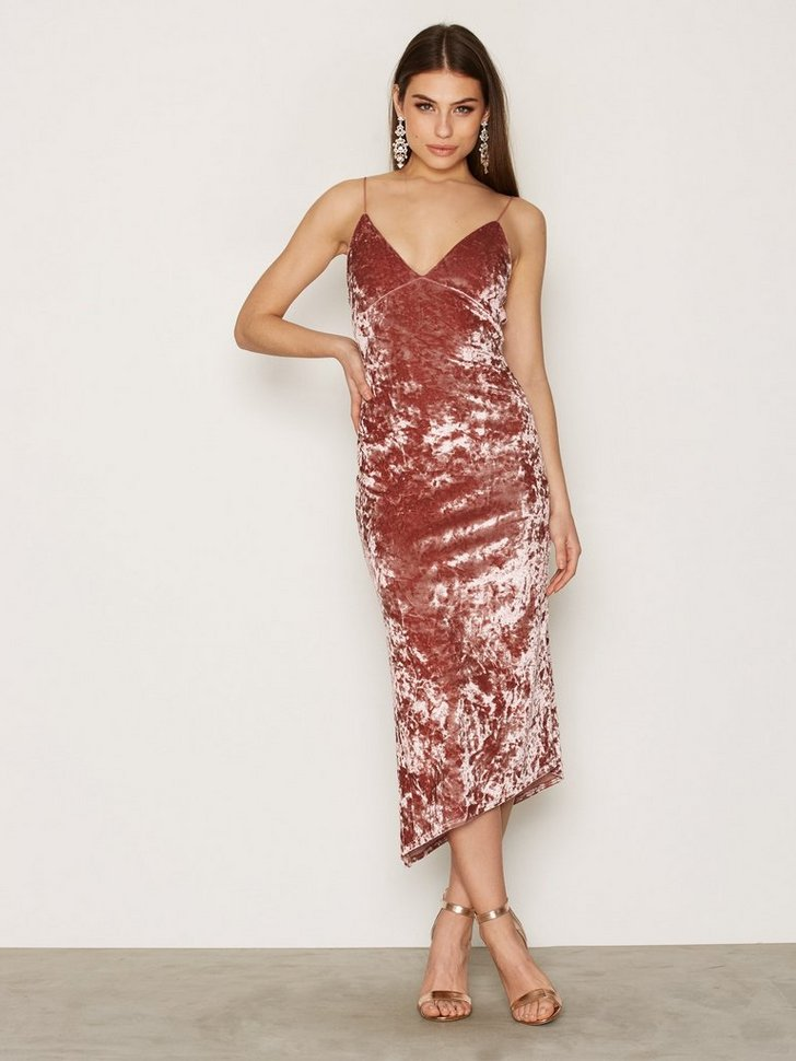 Nelly.com SE - Lady In Pink Dress 99.00 (498.00)