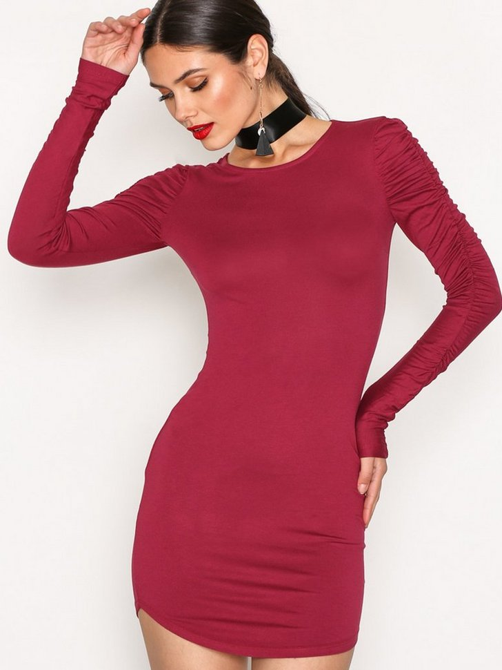 Nelly.com SE - Rouched Sleeve Dress 218.00 (298.00)
