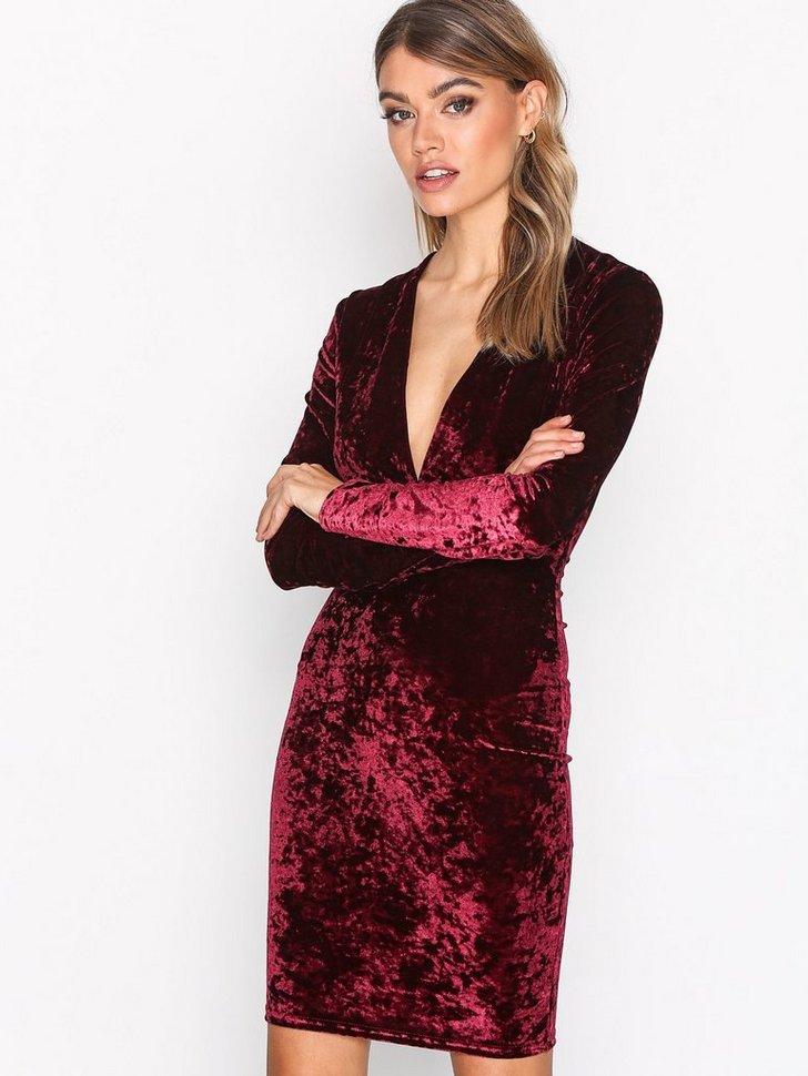 Nelly.com SE - V Drop Crush Velvet Dress 398.00