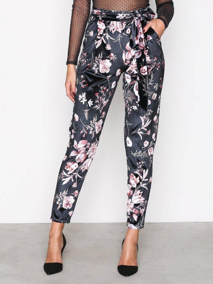 Nelly.com SE - Printed Velvet Pants 398.00