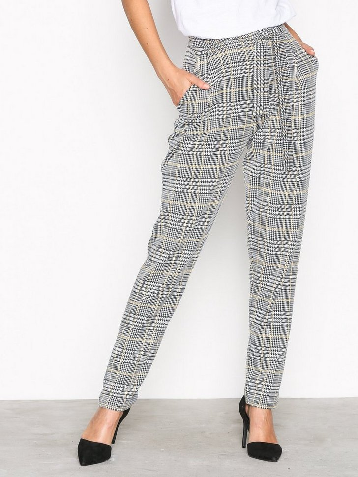 Nelly.com SE - Dressed Check Pants 149.00 (298.00)