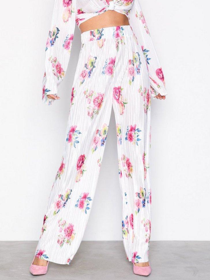 Nelly.com SE - Print Pleated Pants 174.00 (348.00)